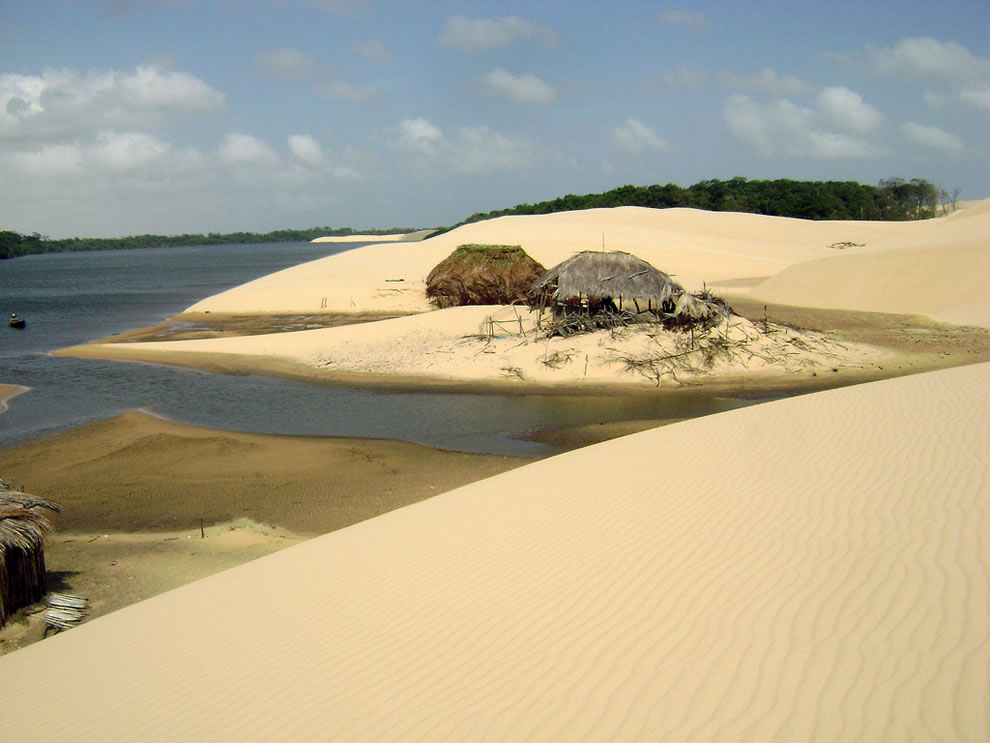 Desert huts on the rainwater lakes in Lencois Maranhenses