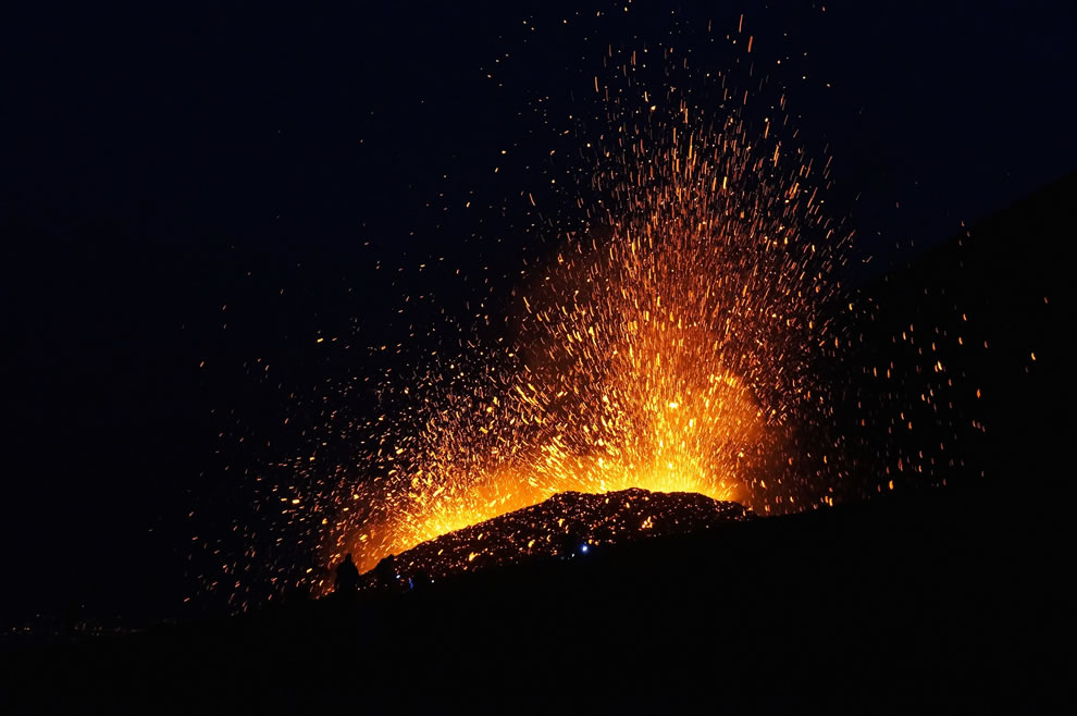 Eruption spectators, Etna at night on July 20, 2014