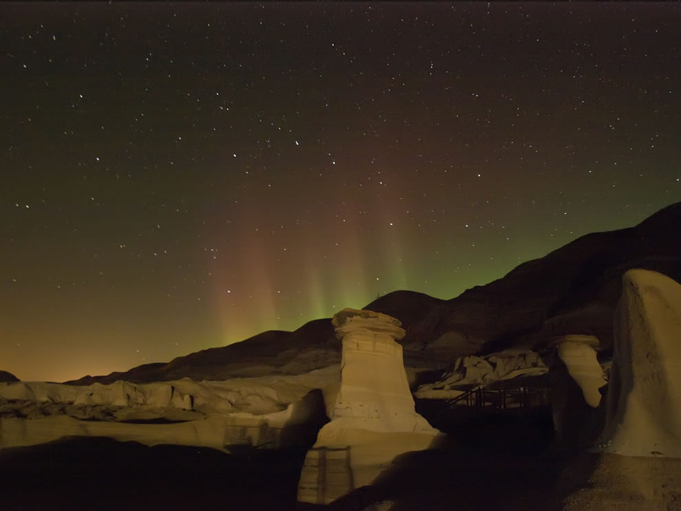 Hoodoos and aurora in Drumheller, Alberta