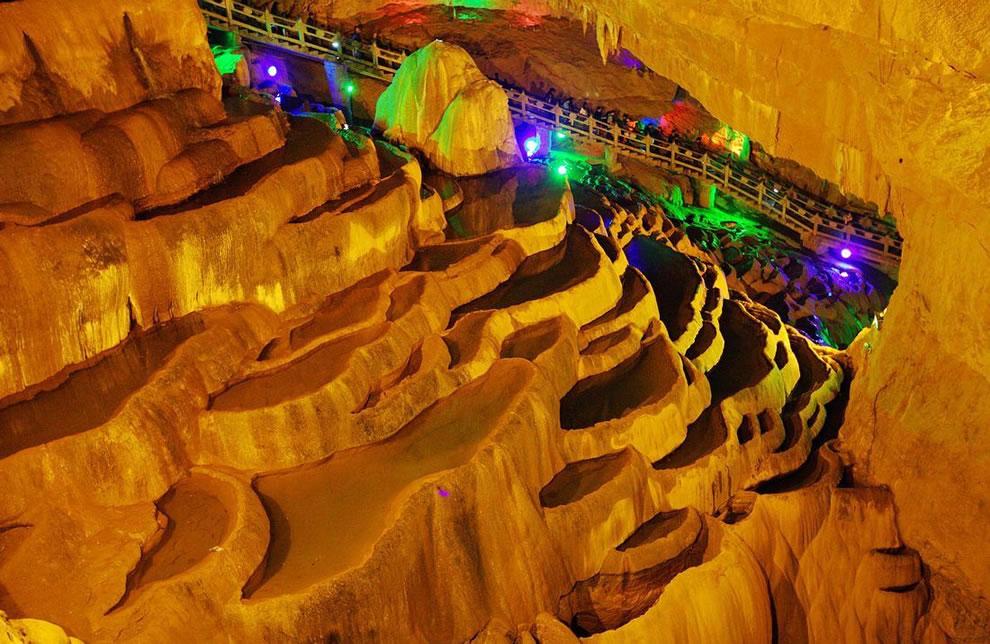 Jiu Xiang caverns