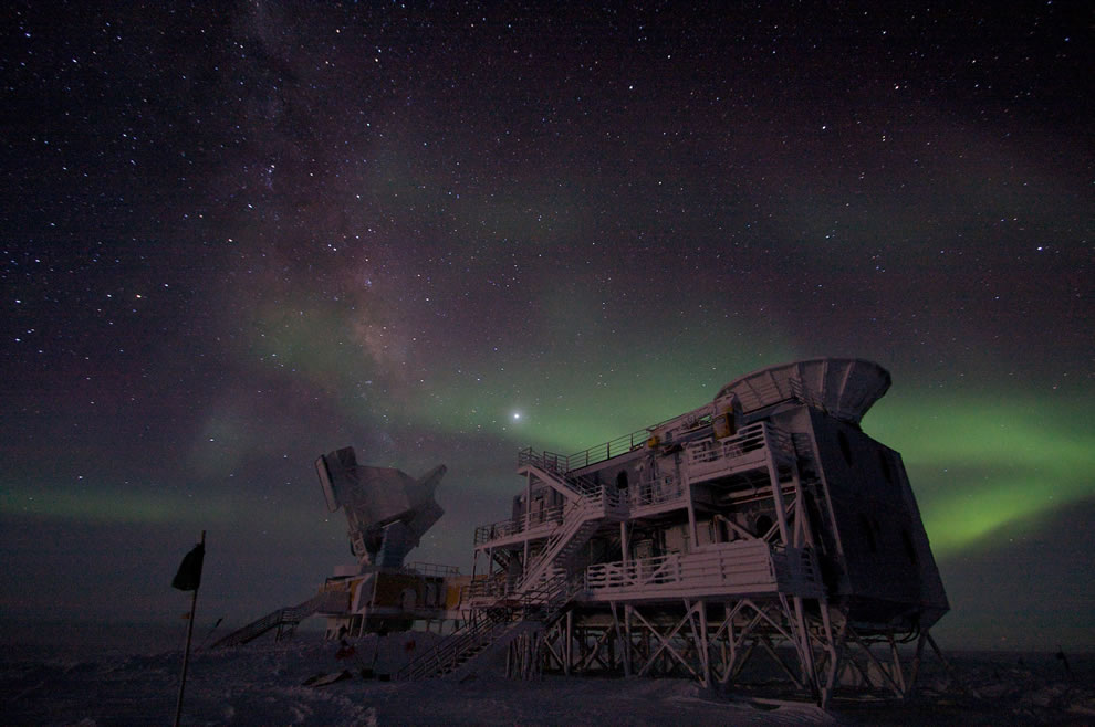 aurora australis - South Pole Telescope
