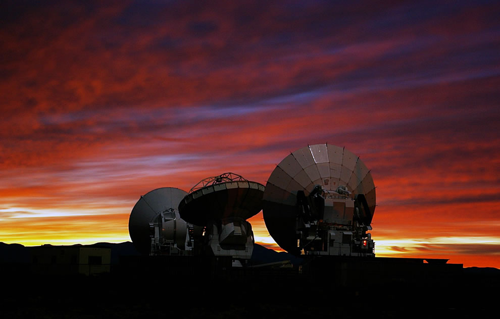 ESO - ALMA Prototype-Antennas at the ALMA Test Facility
