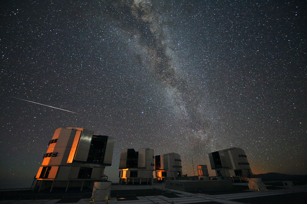 ESO -The 2010 Perseids over the VLT