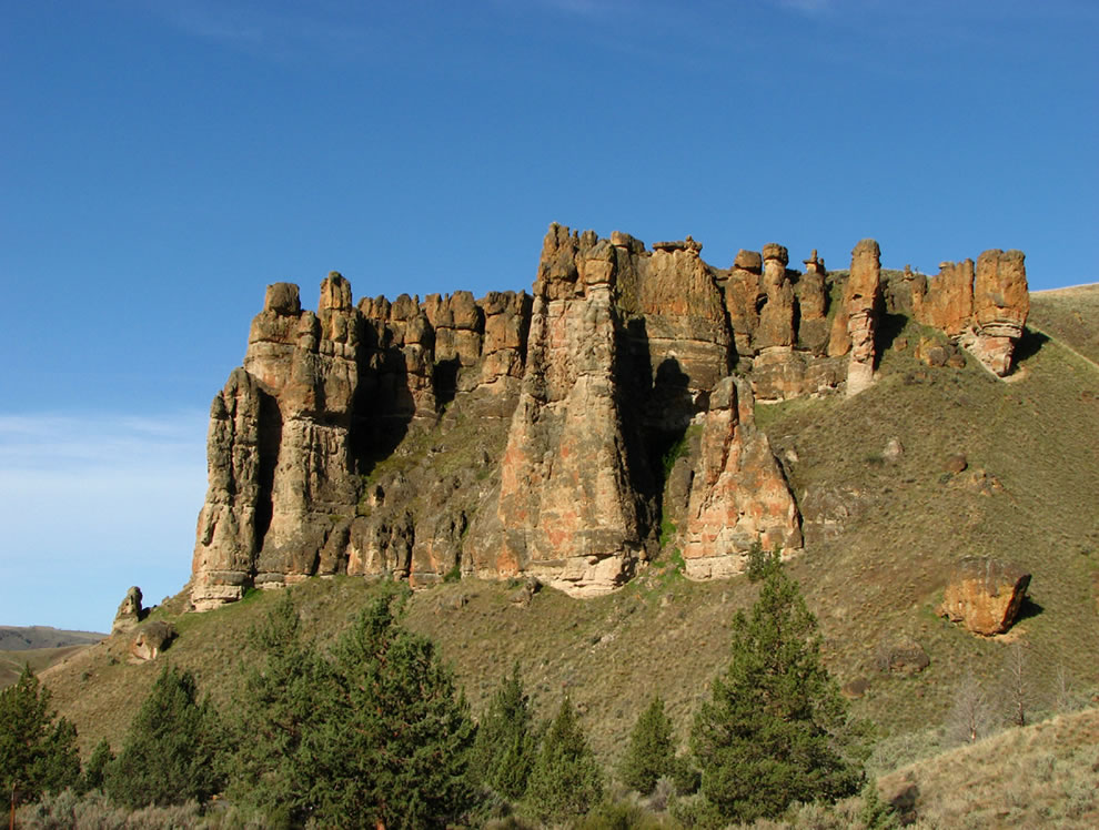 Clarno Palisades, Clarno Unit of John Day Fossil Beds National Monument