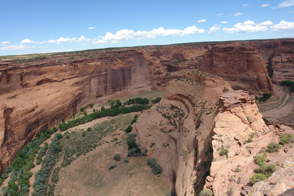 Looking into Arizona's Canyon de Chelly