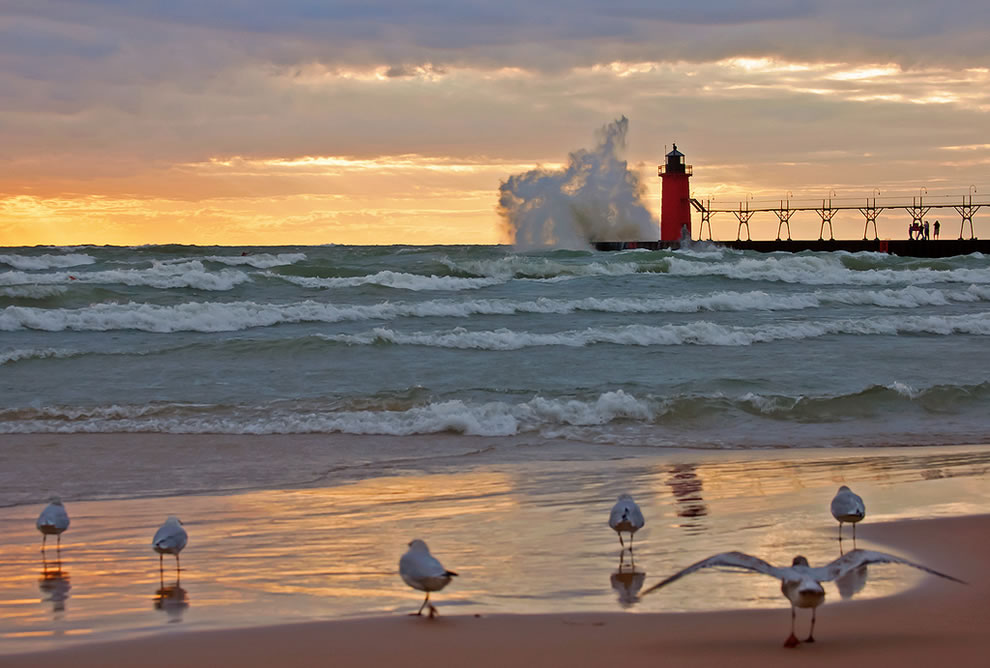 South Haven Wind - waves- lighthouse
