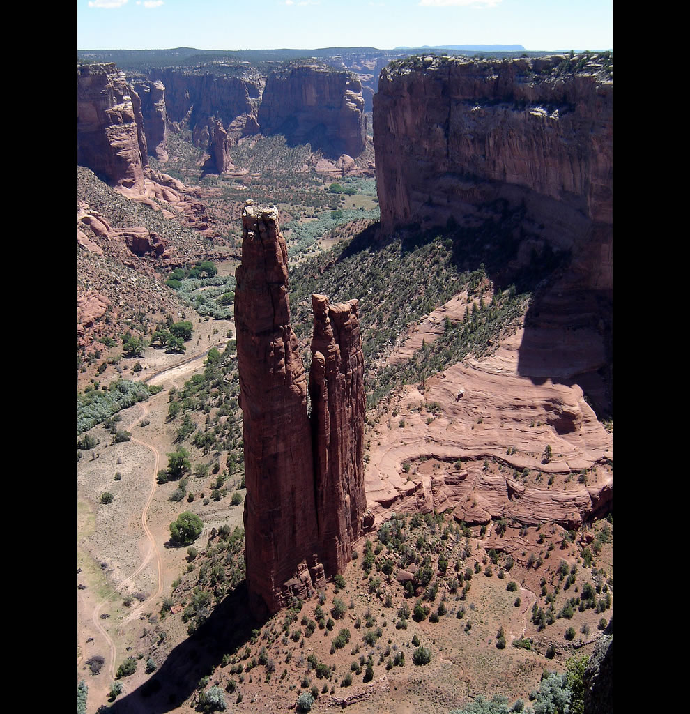 Spider Rock, about 250 meters high. Canyon de Chelly