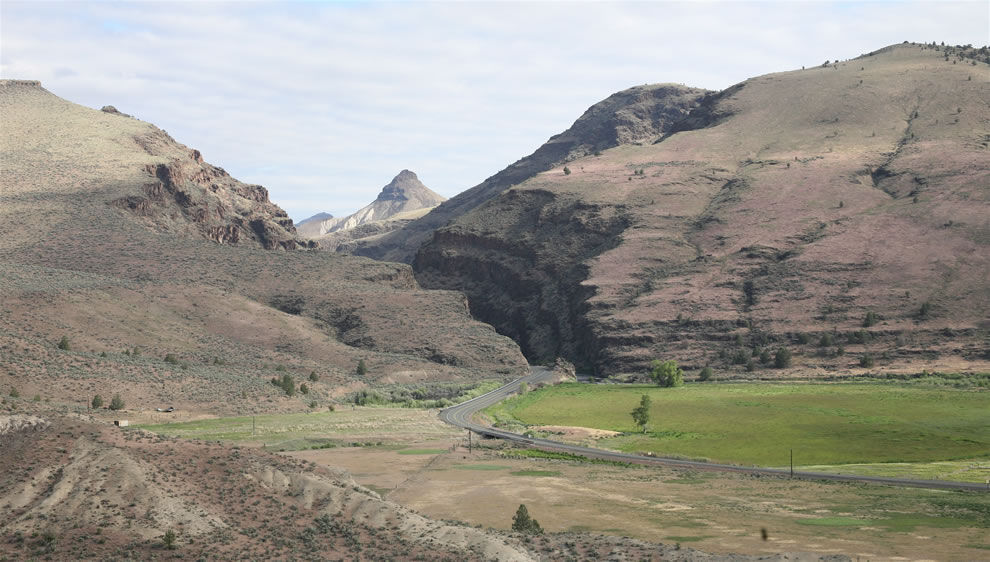 driving into Picture Gorge - John Day