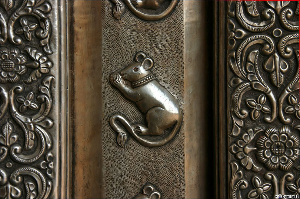 ornament on rat temple - warning rats are inside and cherished