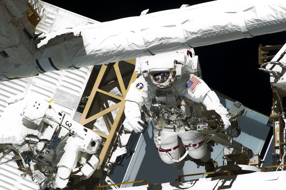 Chamitoff and Fincke completed the primary objectives for the spacewalk