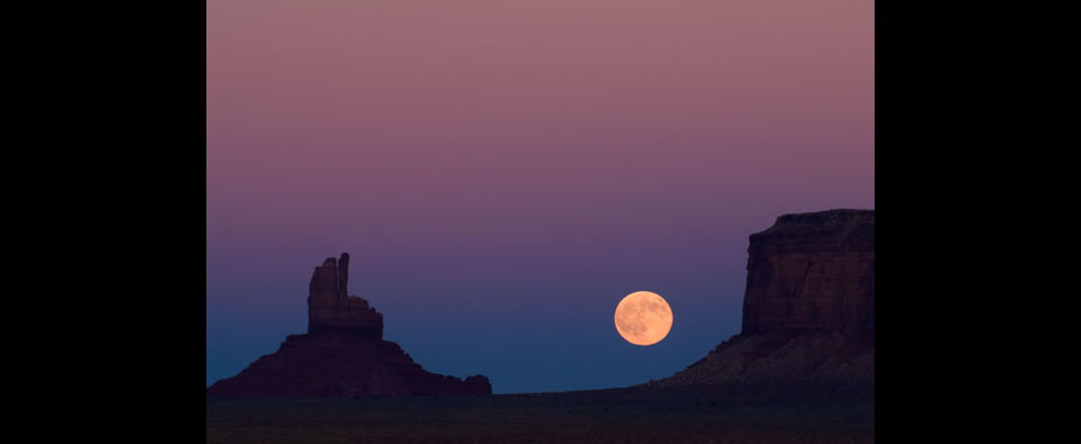 Moonrise Monument Valley Navajo Tribal Park, UT - AZ