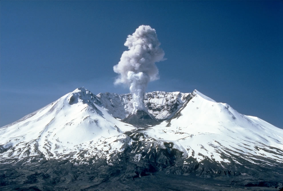 Plumes of steam, gas, and ash often occurred at Mount St Helens