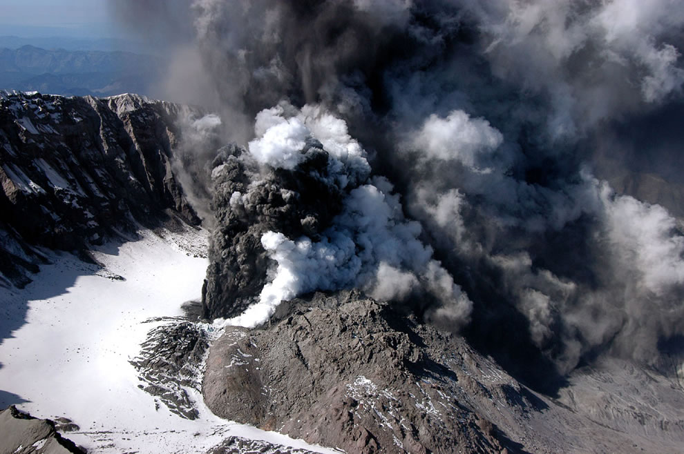 small explosive eruption of Mount St. Helens on October 1 2004