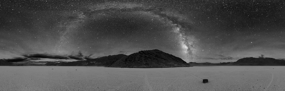 360° panorama of Racetrack Playa in Death Valley