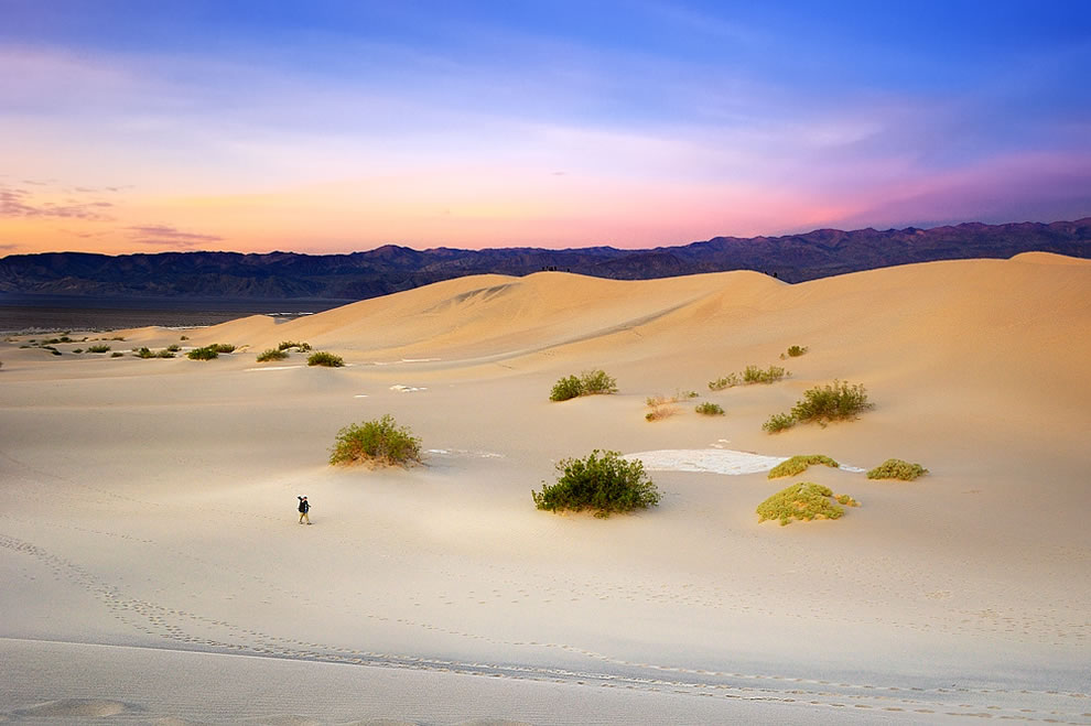 Leaving. Sunrise over Mesquite Dunes, Death Valley National Park