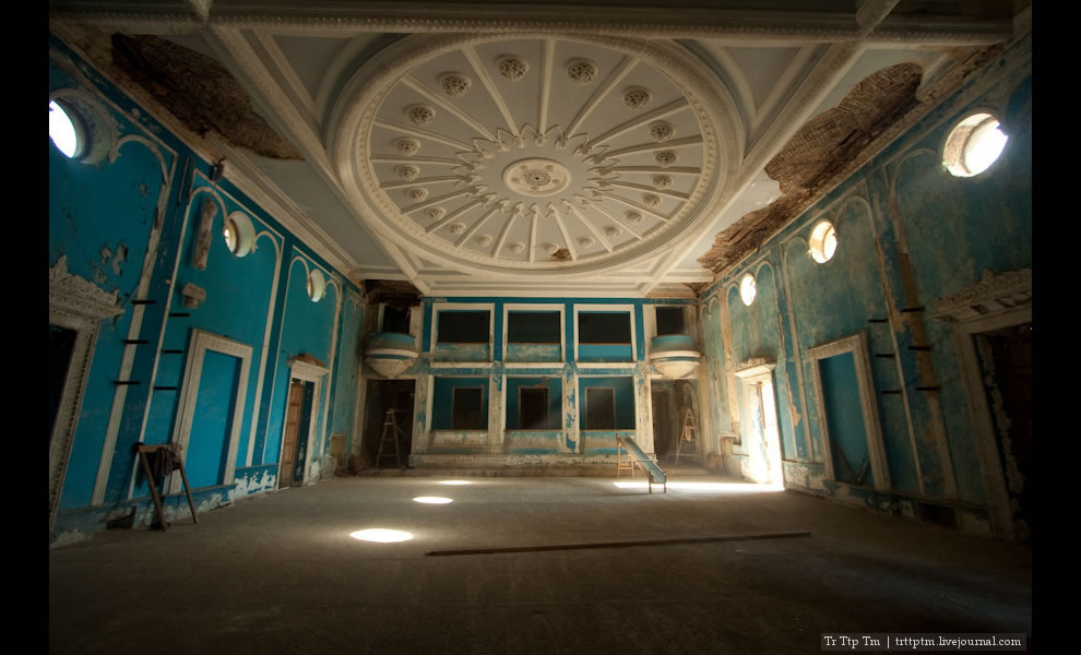 amazing preservation of stucco on the Gagra cinema ceiling