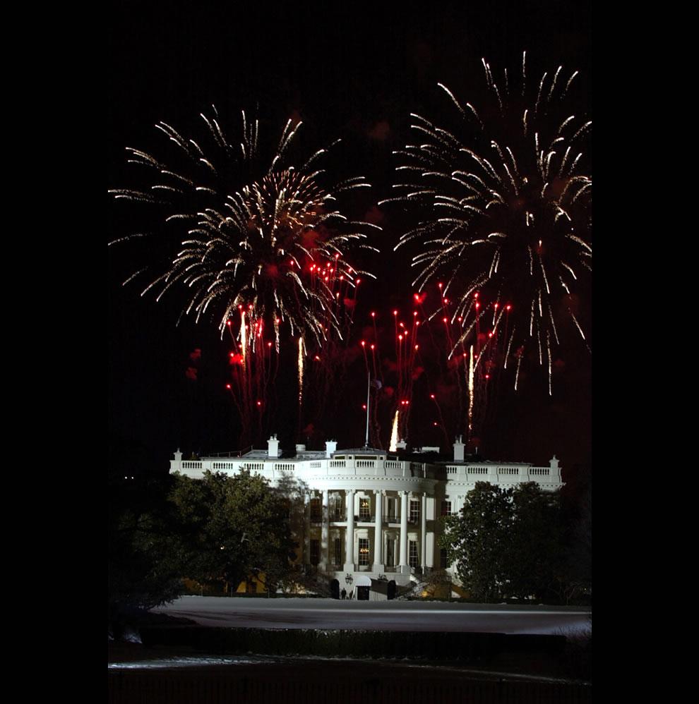 Fireworks explode over the White Hous