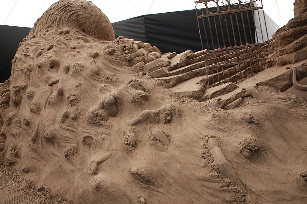 Sand sculptures of Danta's Inferno - Circle 5 lost souls in The River Styx