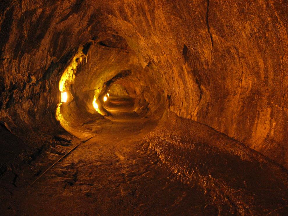 Thurston Lava Tube, Hawai'i Volcanoes National Park, Big Island of Hawai'i, USA