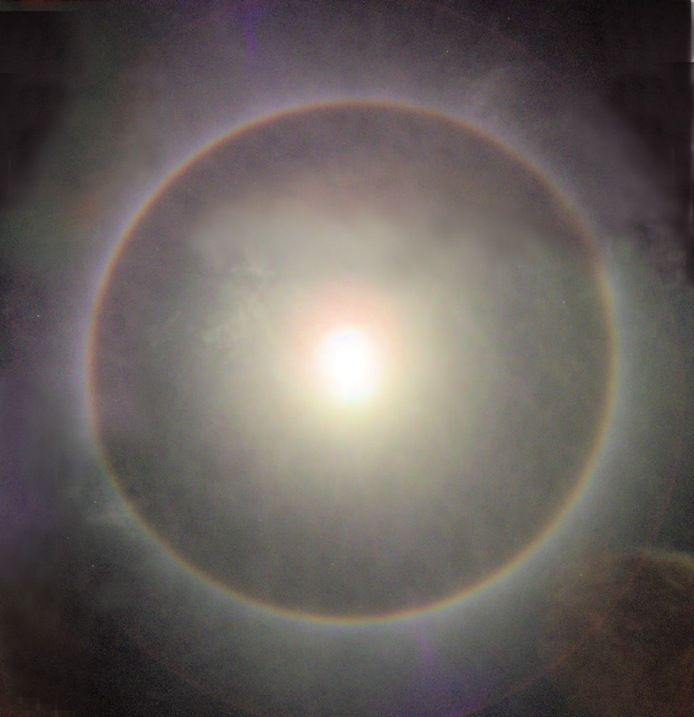 22° halo of the moon was observed in Salvador Bahia Brazil for about 10 minutes