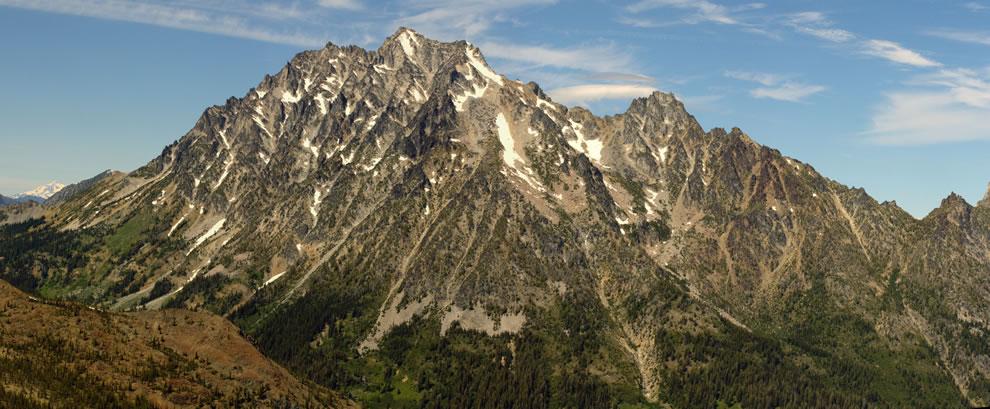 Mount Stuart (9415 feet, 2870 m, left center); Glacier Peak (glacier covered, extreme left, behind); Sherpa Peak (8605 feet, 2623 m, right center)