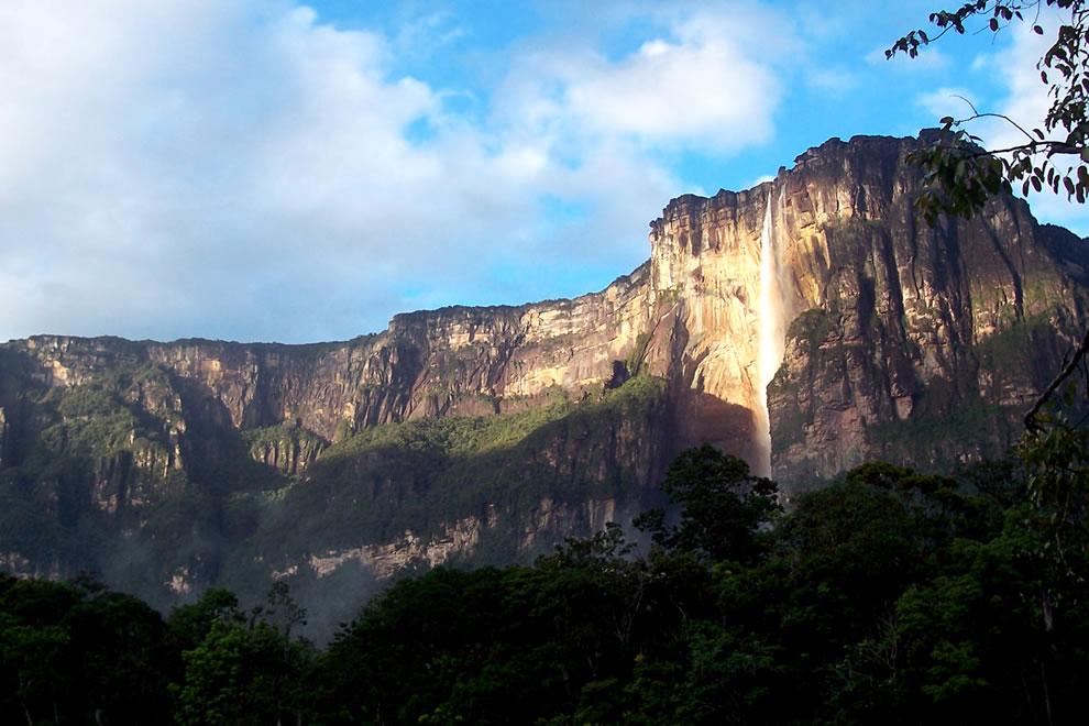 Angel Falls, Bolívar State, Venezuela on giant tepuis Auyantepu