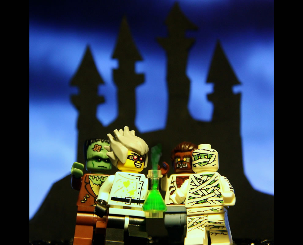 Lego Let's trick-or-treat