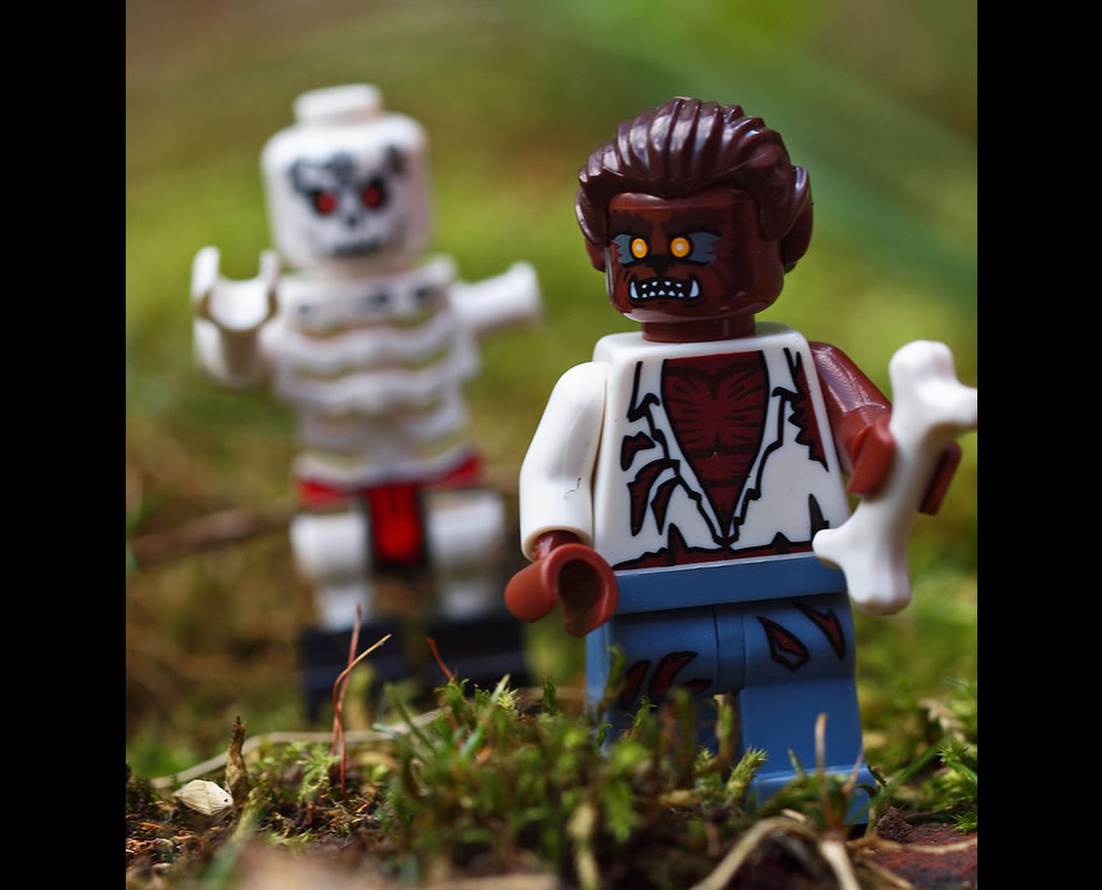 Lego werewolf, skeleton oi, come back with my arm