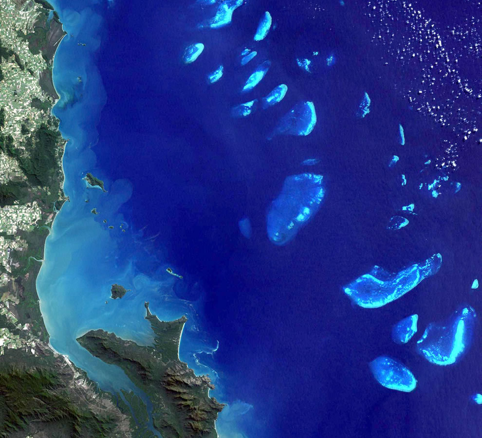 Stretching more than 2,000 km (1,200 miles) along the Queensland coast, the Great Barrier Reef