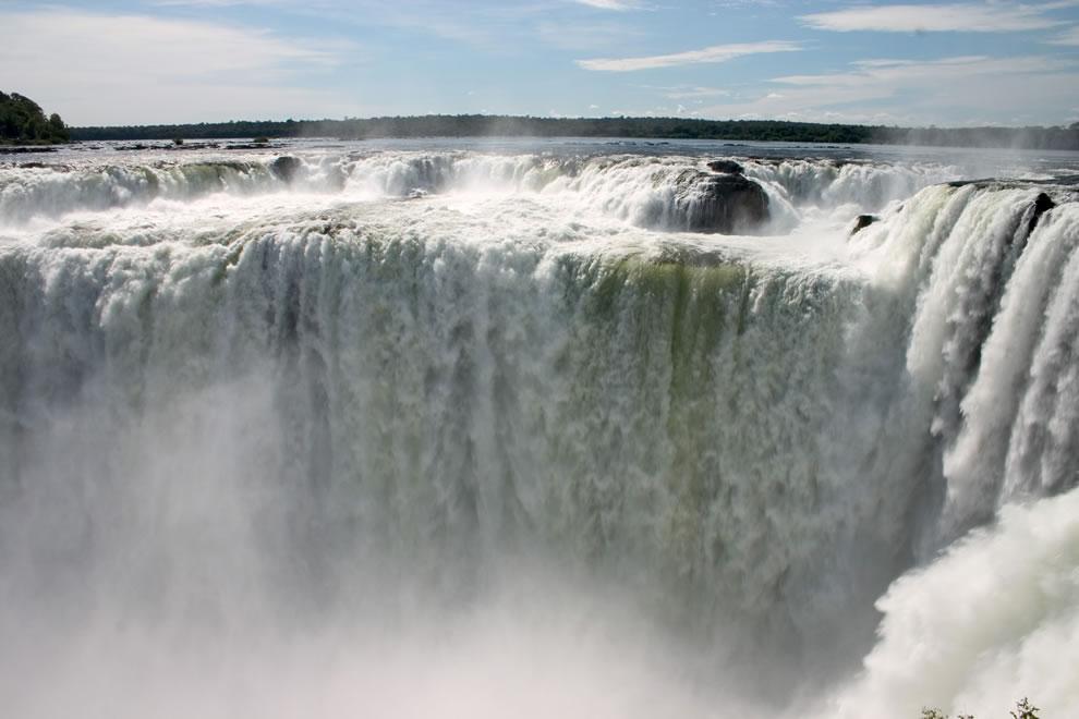 Garganta del Diablo (Devil Throat) Iguazu Falls, Argentina