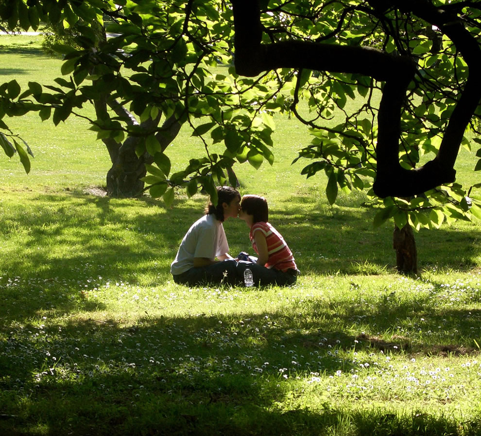 Couple 'stealing a sun-kissed smooch from each other'