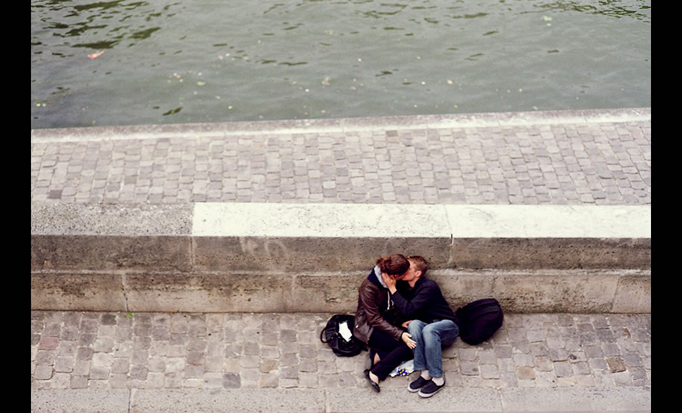 Paris lovers lost in the moment