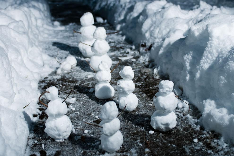 Calvin and Hobbes-esque snowman scene