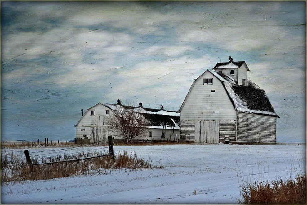 Abandoned and deserted barn in northwest Iowa