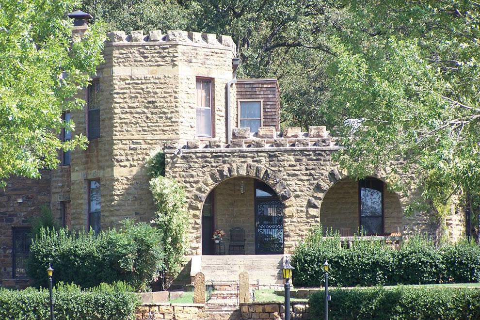 Captain's or Reynolds' Castle in OK