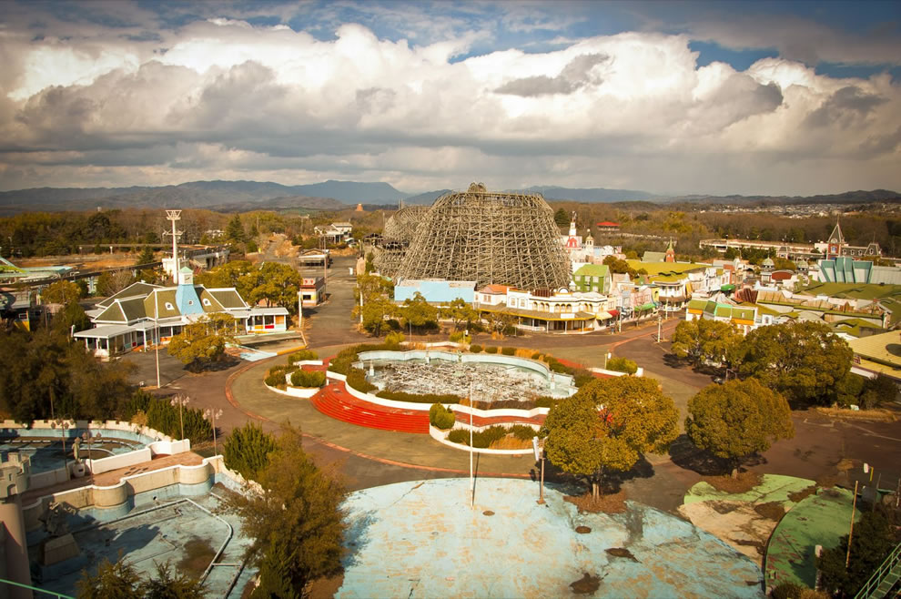 Abandoned Nara Dreamland as of 3-3-11