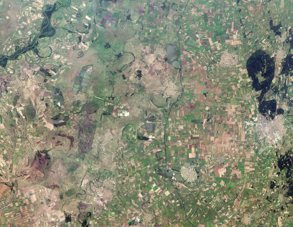 Agricultural fields radiate away from the well-defined outer boundaries of Hajdúböszörmény, Hungary