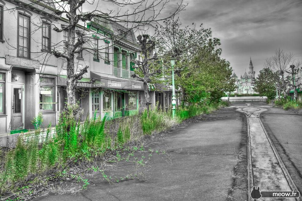 High noon abandoned Main Street Nara Dreamland haikyo