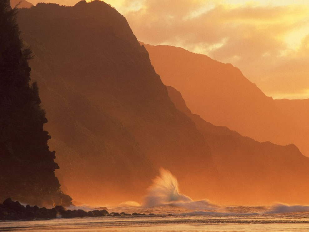 Incoming Tide NaPali Coast Kauai