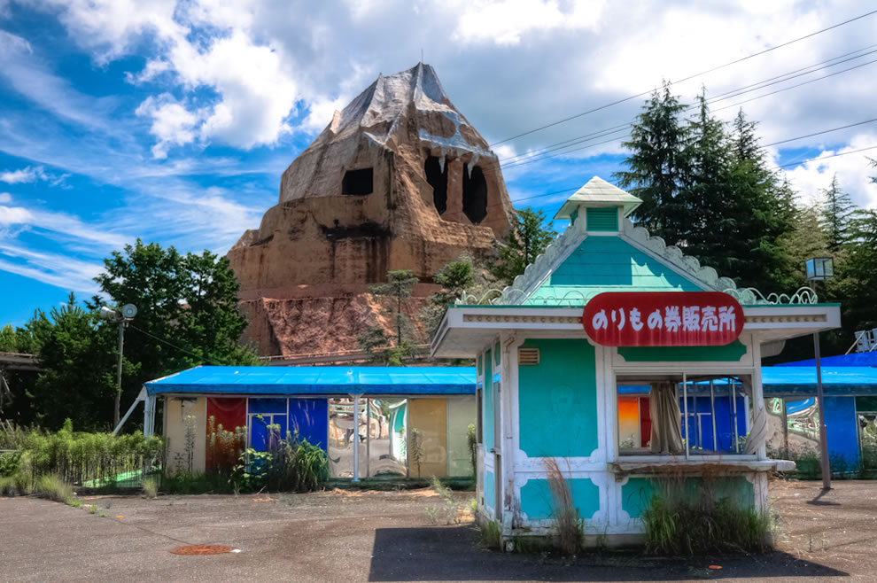 July 2010 HDR of abandoned Nara Dreamland