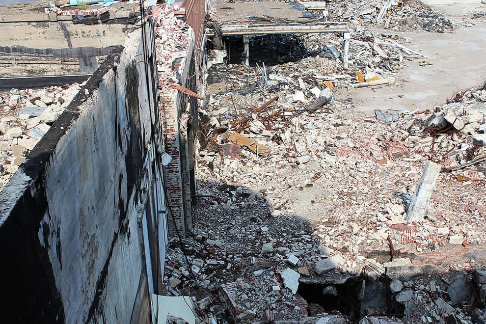 Dangerous on top floor of abandoned Emge Foods during demolition urban adventure