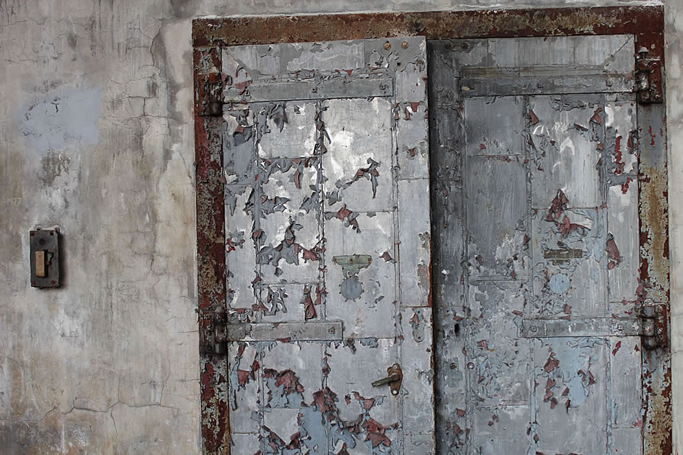 Doors wouldn't open, stuck and scary noise rumbled floor at abandoned Emge Food Processing Plant