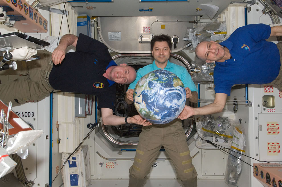 ISS Expedition 31 crew Oleg Kononenko, Andre Kuipers and Don Pettit