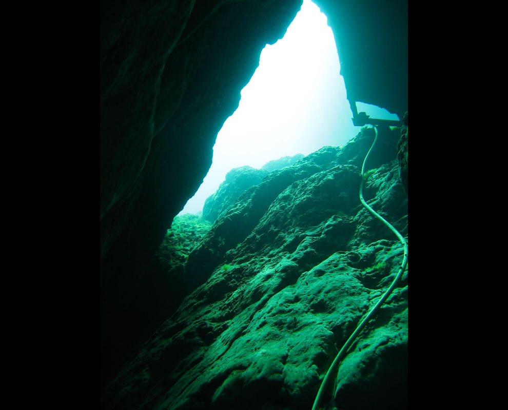 Looking up from the Vortex Spring basin through a rock chimney to the surface of the spring from about 35' underwater