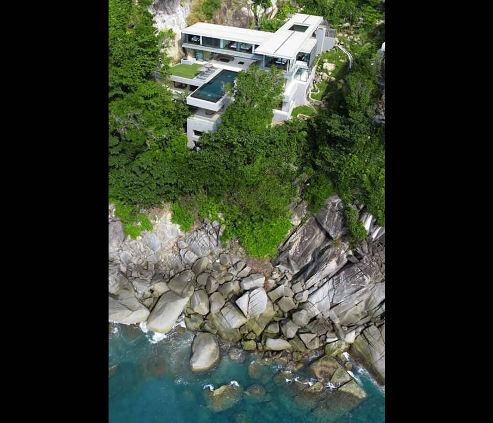 Cliff home with infinity pool in Thailand