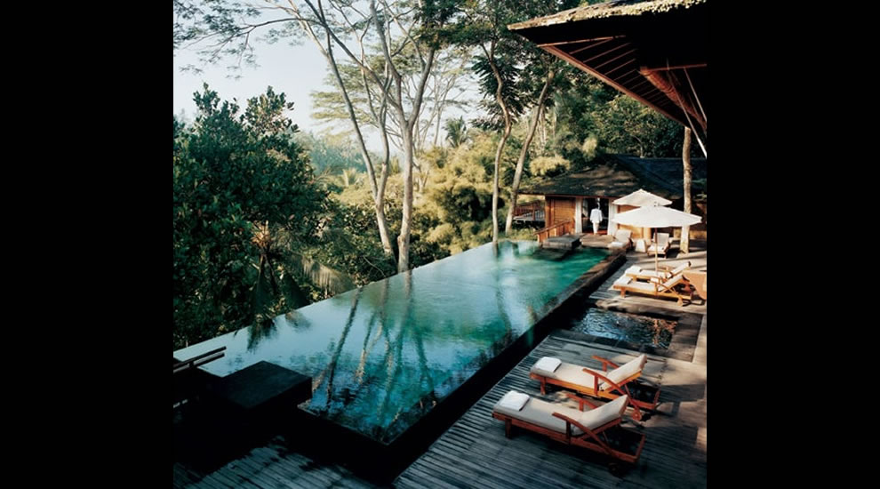 Gorgeous window on the world from infinity pool
