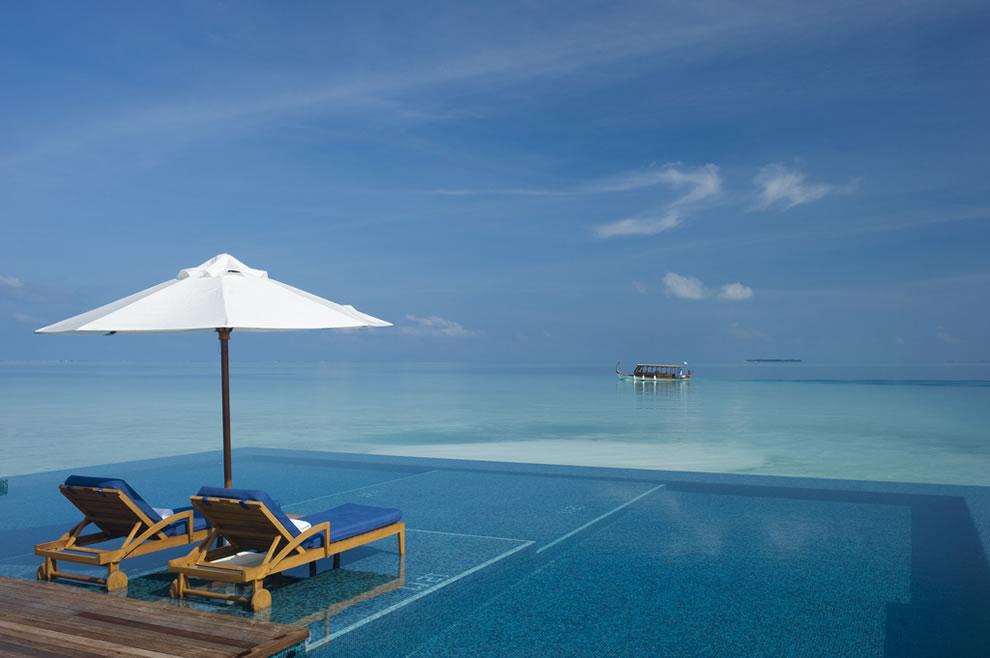 Infinity pool on Rangali Island