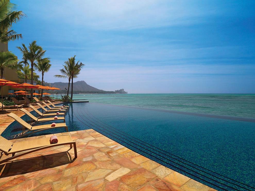 Sheraton-Waikiki—Infinity-Pool
