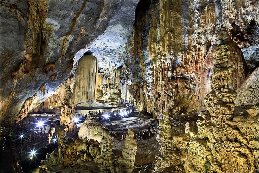 Thien Duong Cave or Paradise Cave - Phong Nha-Ke Bang National Park - Vietnam (Động Thiên Đường)