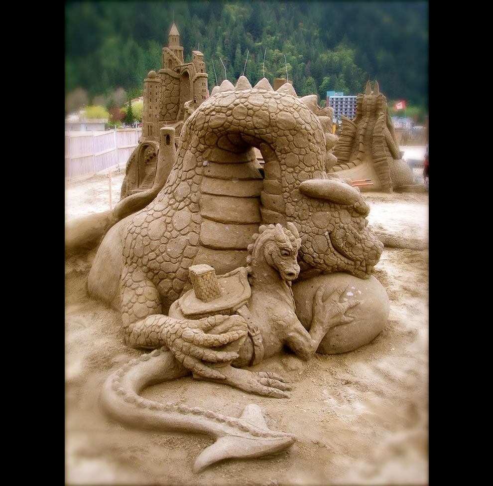 Dragon Dwellers baby sand dragon sand sculpture World Championship Sand Sculpting Competition